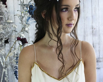 White bridal flower crown, white hair wreath, flower headband, bridal headpiece, white headpiece, bohemian flower crown
