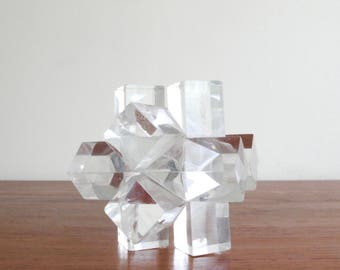 Lucite paperweight, cubic star, architectural sculpture, 1970s / seventies, design, resin, vintage, kinetic art