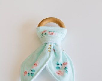 Natural Wood Teething Ring - Mint, Floral, woth Gold Triangles