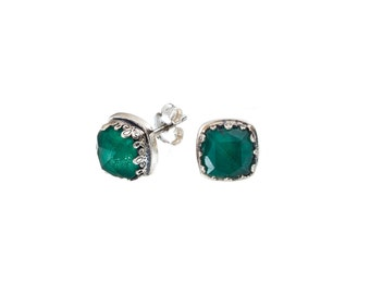 stud earrings in sterling silver with doublet malachite stones