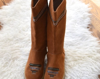 70s Style Suede Boho Boots/ Woven Inset Apres Ski Boots/ Women's Size 9