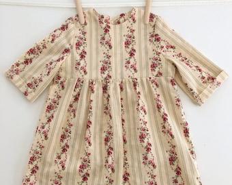 Robe à rayures et fleurs