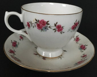 Vintage Queen Anne English Bone China Teacup & Saucer w/ Roses