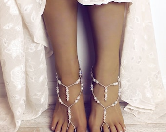 Swarovski Crystal Barefoot Sandals Bridal Sandals Barefoot Bride Sandals in Pearl and Crystal Sandals Foot Jewelry Foot Thong Bridal Anklet