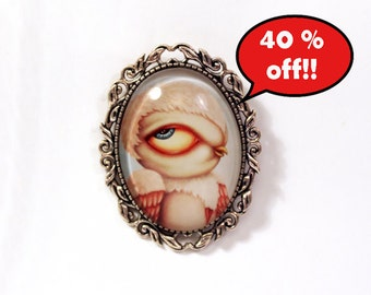 40 % SALE! Beautiful cameo brooch with pink owl. Illustration by Susann Brox Nilsen. Silver colored, big eyes, needle, safety pin