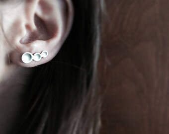 sterling silver ear crawler, ear climber, modern ear climber, contemporary jewellery, doomed disc earrings, geometric earrings