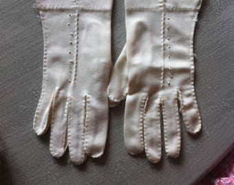 Vintage White Wrist Length Gloves Slight Stretch Fabric Top Stitching Dot Detail Small Size