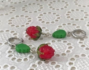Strawberry earrings, Glass lampwork earrings, summer berries,artisan lampwork earrings,forest berry,realistic glass strawberry
