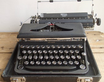 Working Typewriter 1950s Royal Quiet Portable in Crinkle Matte Black Finish with Case, Christmas Gift, Writer's Gift, Wedding Prop
