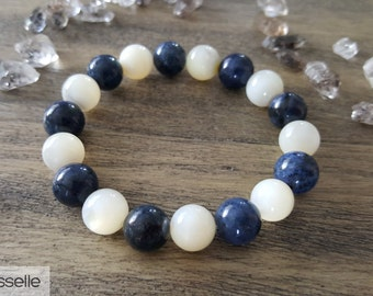 Shell Pearls and Dumortierite Bracelet, Healing Crystal Bracelet, Chakra Bracelet, Gemstone Bracelet