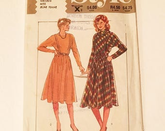 Style 3961 Dress With Gathered Skirt 1980s Vintage Sewing Pattern