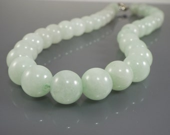 Light Green Jadeite Jade beads Necklace 19""