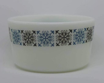 Vintage JAJ pyrex - 'Chelsea' pattern margarine tub/sugar bowl.