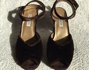 1990's Ann Marino Brown Velvet Peep Toe Wrap Around Heel Sz: 6 1/2