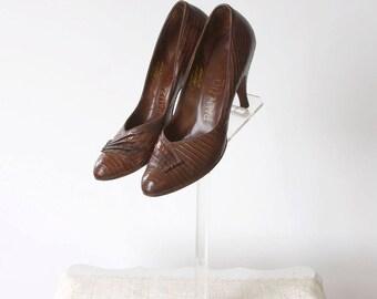vintage 1950s shoes <> 1950s lizard pumps <> 50s Palizzio pumps <> brown lizard skin shoes