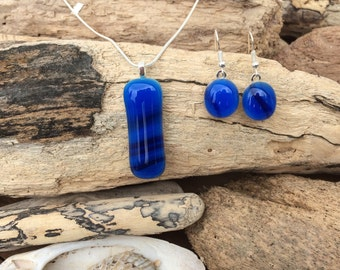 Blue jewellery set / Bright blue pendant / Fused glass jewellery / Blue necklace and earrings / Blue fused glass