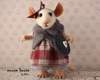 Mouse with Bag, Collectible Figurine, Dressed Mouse, Soft Sculpture, Needle Felted Animal, Cute Felt, Eco Toy, Art Doll
