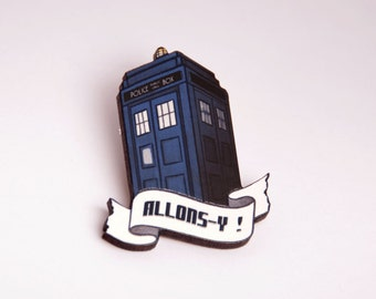 Dr Who Tardis brooch - Space ship - Geek and nerd - Netflix - David Tennant - Laser cut wood