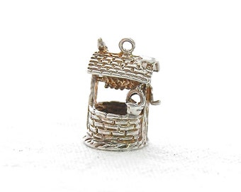 British VINTAGE Solid Sterling Silver Charm - a Wishing WELL - Necklace Charm