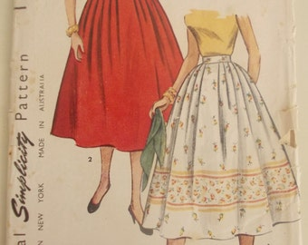 Simplicity 4648 is for a late 50s Simple to Make  full dirndl skirt with unpressed pleats for plain or border print fabric. 26 inch waist.