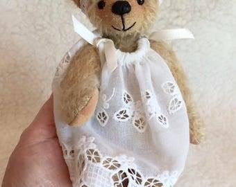 Vikki 7 inch Mohair Artist Bear