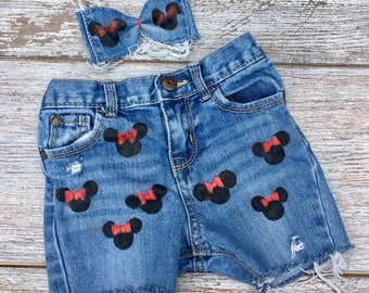 Girls Minnie Mouse shorts outfit, denim jean shorts Minnie Mouse birthday, shabby chic jean shorts, free matching hair bow , DISNEY TRIP