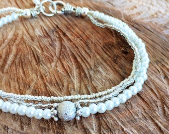 White anklet 3 strand, pearls glass beads ankle bracelet, white anklet, chic summer body jewelry, wedding accessory