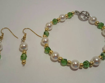 Peridot green Swarovski and pearl beaded bracelet and earrings set