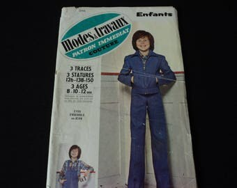 REDUCED - French Vintage Modes & Travaux paper sewing pattern. Pattern number 2705  (04800)