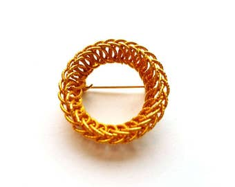 Vintage Gold Wired Wreath Pin Brooch