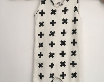 Unisex white combination to cross black, 18/24 months