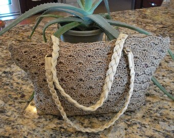 Rippled Shells Purse | Tan | Shoulder Bag | Crocheted Purse | Zippered Closure | Gift Idea for Mom | Crocheted Bag