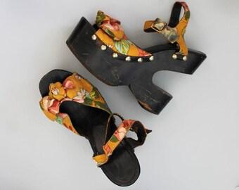 RESERVED 1970s Wooden Platforms / Vintage 70s Floral Sandals / Size 5