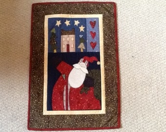Christmas Santa wallhanging/mat quilted and appliqued