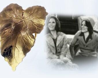 Beautiful Gold Tone Leaf Scarf Clip