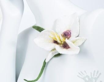 Sego Lily - Utah State Flower / / Nuno felt flower / Woman Accessories / Felt Brooch / Wool flower / Ready to ship /Free shipping.