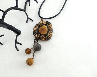 Wood slice pendant with pyrography and three pearls