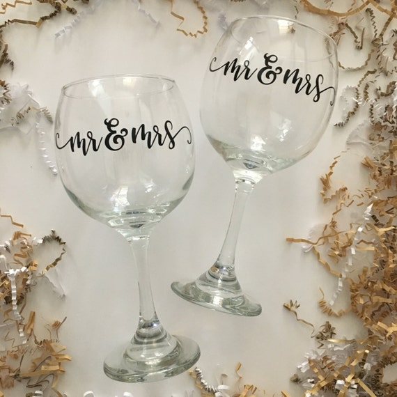 Mr & Mrs Wine Glass Set, Wedding Wine Glasses, Great Gift for a Couple ...