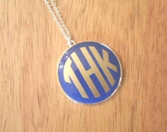 Monogram+enamel disc necklace+name