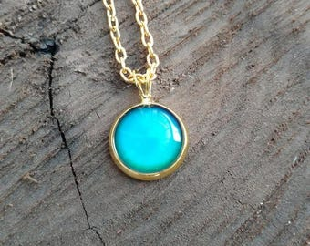 Color Changing Necklace, Mood Necklace, Mood Jewelry, Gold Chain, Color Shifting Charm