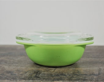 Vintage Pyrex Lime Individual Casserole / 080 with Glass Lid / Handled Bowl / Mini Mixing Serving Dish / Neon Kitchenware / Bright Green
