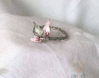 Ring with pink leaves; nice gift idea!