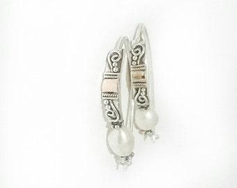 Dedari Silver hoop earrings with fresh water pearl
