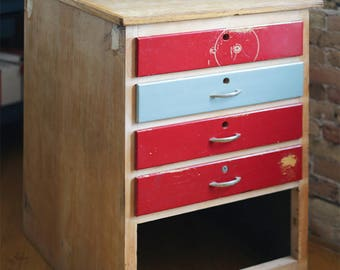 vintage chest of drawers / dresser
