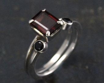 Garnet Bridal Set--Alternative Engagement Ring--Alternative Wedding Set--Black Spinel Accent Band--Open Band--Open Ring--Gothic Ring Set