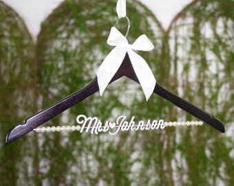 Personalized Wedding Hanger with Pearls, Personalized Custom Bride or Bridesmaid Name Bridal Hanger, Bridal Wedding Shower Gift vet0013