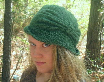 Handknit Cloche Hat - Stylish Winter, Forest green, acrylic, 1920's, bow