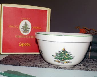 "Vintage (c.1986) Spode Christmas Tree S3324 8"" Serving Bowl. Christmas tree, green holly, red and white berries, green edge."