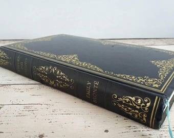 Wuthering Heights by Emily Bronte // 1966 // Illustrated // Navy Faux-Leather Bound // Vintage Classic Novel