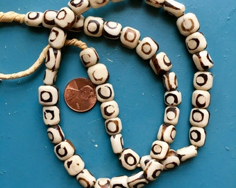 Batik Bone Beads 50 Vintage African Trade Mudcloth Necklace Strand Kenya Ghana Primitve Bullseye Naif Circle DIY Craft Jewelry Supply Gift